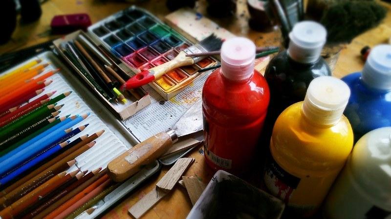 Come si diluiscono i colori acrilici?