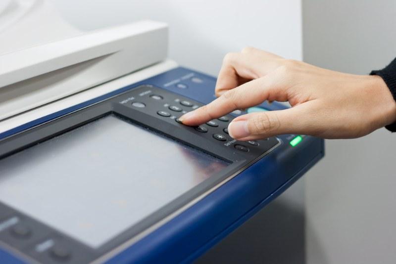 La stampante multifunzione che permette di cancellare e riusare i fogli