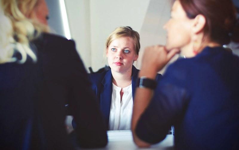 Al femminile: come vestirsi idealmente per un colloquio importante