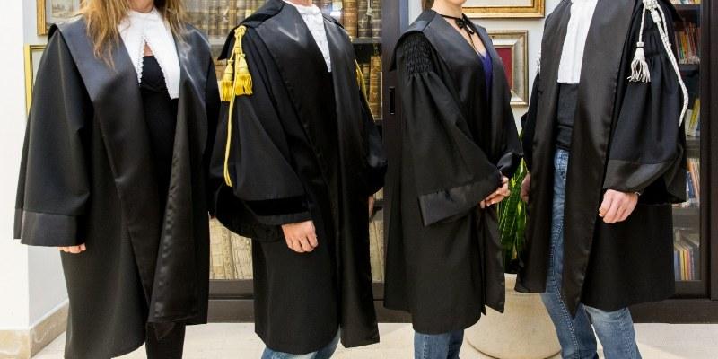Perché gli avvocati indossano la toga? Simbologia e storia
